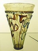 Glasbecher mit Schlangenfadenverzierung (Ende 4. Jh.), Gelduba Grab 4756, Museum Burg Linn.jpg