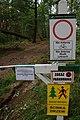 Gmina Nędza zakazy wstępu do lasu przy drodze 919 2017-07-09 p.jpg