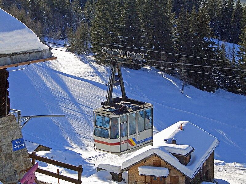 File:Gondel Kristbergbahn.jpg