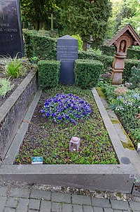 Grabstätte von Friedrich von Bezold, Bergfriedhof Kessenich.jpg