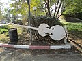 Guitar sculpture in Gvulot.JPG