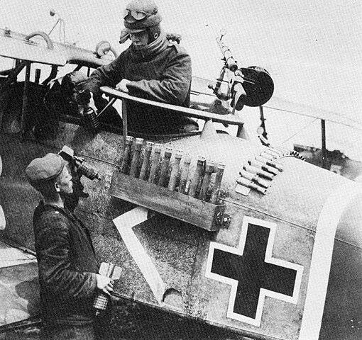 The Spring Offensive 1918 510px-Halberstadt_CL.II_bomb_rack