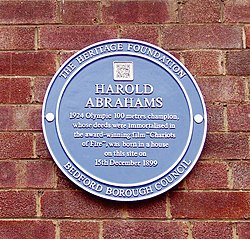 Photo of Harold Abrahams blue plaque