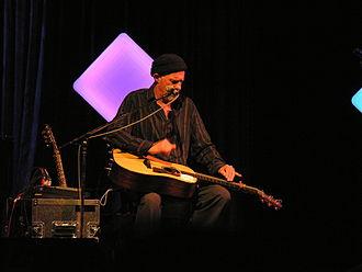 Harry Manx - Manx playing slide guitar