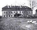 Havířovský zámek se dvorem v roce 1956.jpg