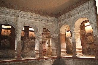 Hazuri Bagh Baradari - Image: Hazuri Bagh basement 2 (WCLA)