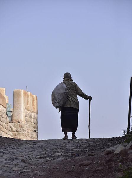 File:Heading Home, Yemen (9702169604).jpg