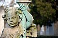 Hietzinger Friedhof - angel with lantern 03.jpg