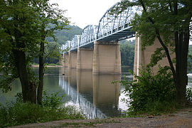 Highway bridge across the Potomac River at Point of Rocks, Maryland (July 7 2005).jpg