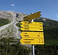 Hintertux - trail signs.jpg