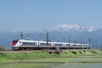 Hokuriku Main Line - A Hoketsu Express 681-2000 series EMU on a Hakutaka limited express service