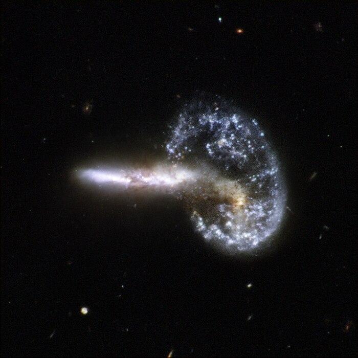hubble galaxy collision - HD1027×1027