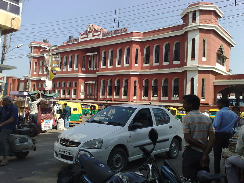 चित्र:Indore Junction entrance.jpg