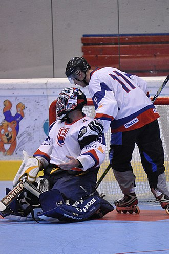 Roller in-line hockey - Protective equipment is mostly the same with ice hockey