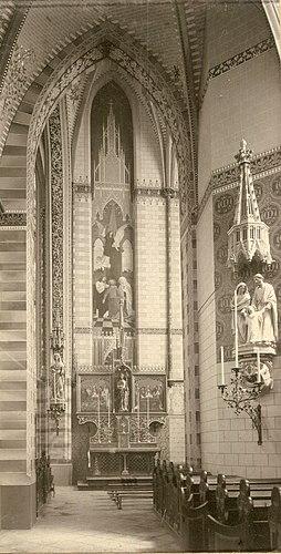 Interieur Sint-Willibrorduskerk Deurne-centrum zijaltaar zuidzijde 1901.jpg