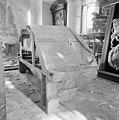 Interieur zijkant bekroning grote grafmonument - Batenburg - 20028274 - RCE.jpg
