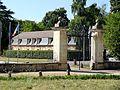 Jambville (78), entrée du château.jpg