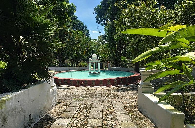 File:Jardín Borda Museum, fountain.jpg