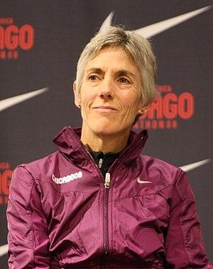 English: Joan Benoit preparing for 2008 Chicag...