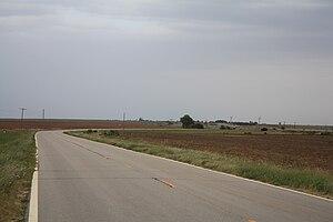 K-42 (Kansas highway) - K-42 in southern Kingman County as it crosses the Kansas and Oklahoma Railroad.