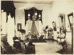 KITLV 3788 - Kassian Céphas - The salon in the residential home at Yogyakarta - Around 1896.tif