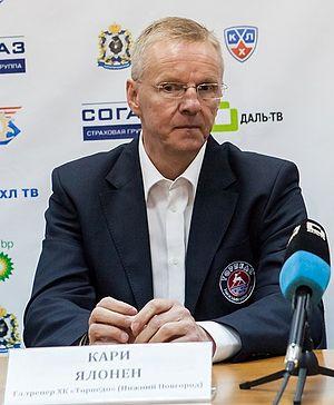 Kari Jalonen - Image: Kari Jalonen 2012 09 10 Amur—Torpedo KHL game