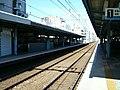 Keikyu-railway-main-line-Omori-kaigan-station-platform.jpg