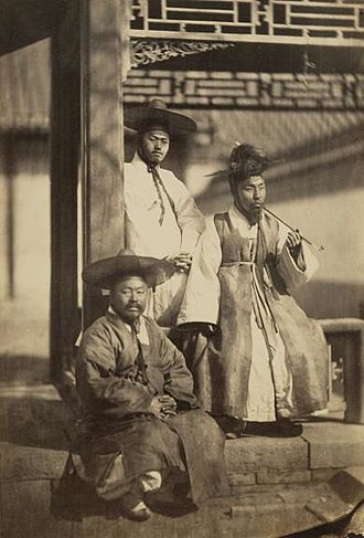 Yangban - One of the earliest photographs depicting Yangban, taken in 1863.