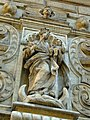Krakov, Stare Miasto, socha na kostelu na Rynku.JPG