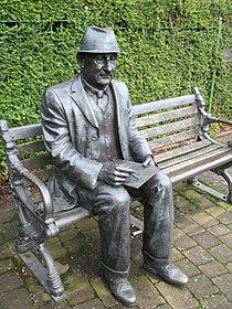 L. S. Lowry memorial, Mottram (2).jpg