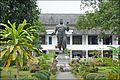 La statue de Sisavong Vong (Luang Prabang) (4334805696).jpg