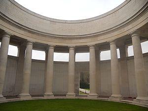 Ploegsteert Memorial to the Missing - Image: Laika ac Ploegsteert Memorial (6439742039)