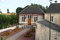 Le Pin-la-Garenne 06 - mairie.JPG