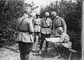 Le roi de Roumanie et le général Averescu examinent le plan de bataille sur une carte - Médiathèque de l'architecture et du patrimoine - AP62T123172.jpg