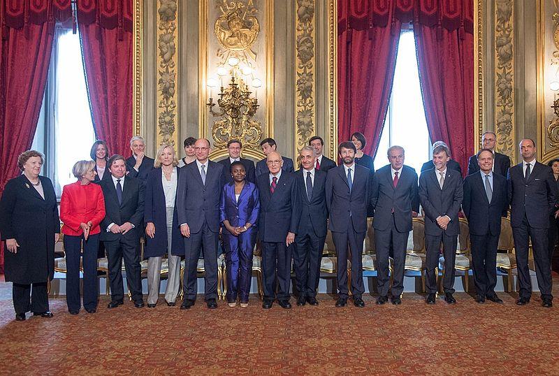 Il Presidente Giorgio Napolitano con il Presidente del Consiglio Enrico Letta e i Ministri componenti il nuovo Governo nel giorno del giuramento.