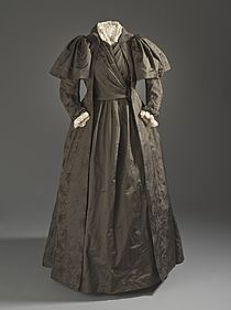 Liberty and Company tea gown c. 1887.jpg