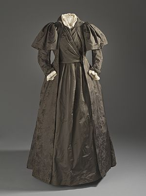 Tea gown - Liberty & Co. tea gown of figured silk twill, c. 1887.  Los Angeles County Museum of Art, M.2007.211.901.