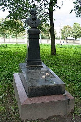 Могила М. Е. Салтыкова на Волковском кладбище.