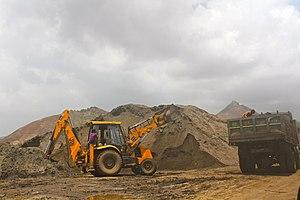 Sumaira Abdulali - Image: Loading illegally dredged sand