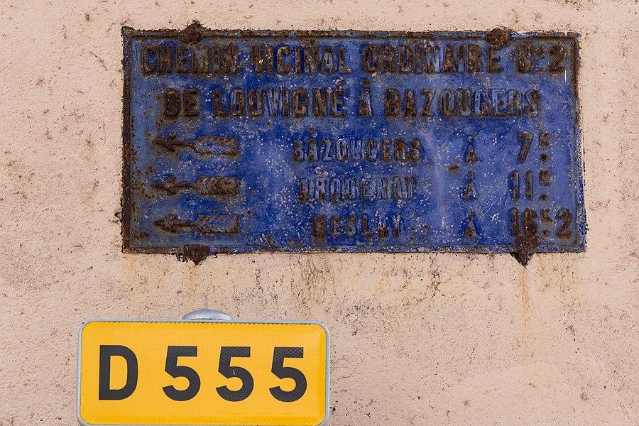 Plaque de cocher sur le Chemin vicinal ordinaire n° 2 (actuelle D 555).