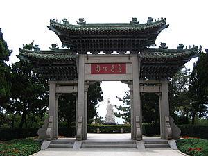 Lu Xun Park (Qingdao) - Gate and statue of Lu Xun.