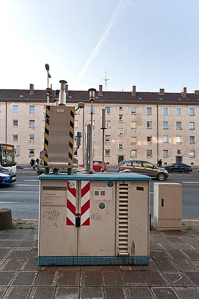 File:Luftmessstelle Nbg HaJN 7385.jpg