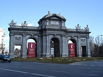 Madrid bid for the 2012 Summer Olympics - Banners of Madrid's bid for the 2012 Olympics in Puerta de Alcalá.