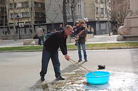 Making giant soap bublles in Barcelona March 2015 (2).JPG