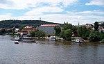 Malá Strana z Mánesova mostu, lodě.jpg