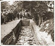 Massagraf nabij Solingen-Ohligs, aan voorzijde stadshuis