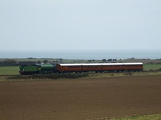 GNR designed stock built under the LNER in 1924 Mayflower in LNER green on the Quad Art set - geograph.org.uk - 1185515.jpg