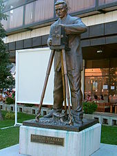 Statue of Milton Manaki
