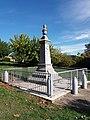 Montréal (Ardèche) - Monument aux morts de profil.jpg