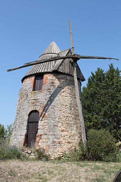 Mascarville (Haute-Garonne, France) - Moulin à vent en Carretou, Le Village (Inscrit, 1992)